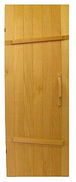 Традиционная дверь для бани из дерева